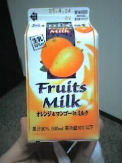 Fruits Milk オレンジ&マンゴーinミルク